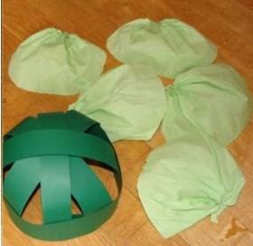 шапка капусты из бумаги и картона