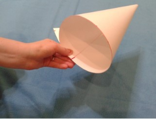конус из бумаги для шляпы морковки