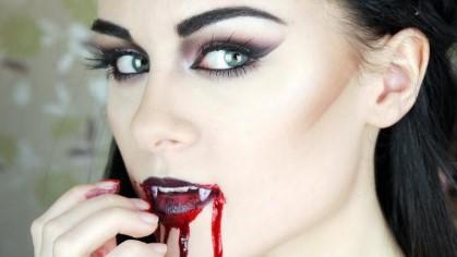 кровоподтёки вокруг рта вампирши