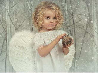 Ангел гладит белку