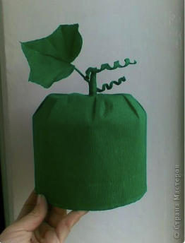 готовая шапочка огурца из бумаги