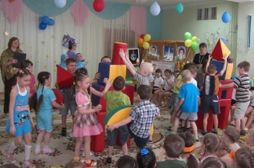 Строительство ракеты в детском саду на День Космонавтики
