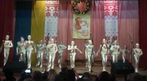 Танец в костюмах на День Космонавтики в детском саду