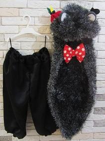 Чёрные штаны и накидка с галстуком-бабочкой