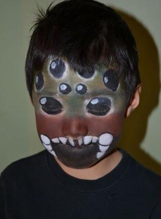 Грим на все лицо к костюму жука для ребёнка