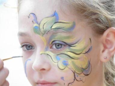 Грим с растительным орнаментом для костюма жука для ребенка