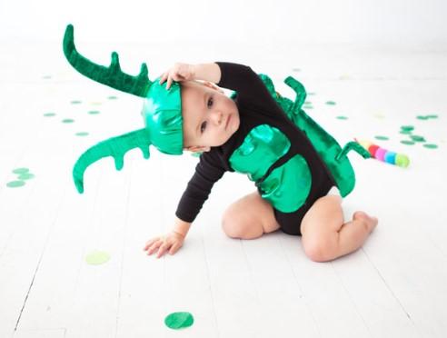 Малыш в костюме жука
