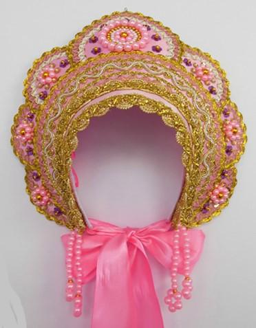 Кокошник с розовыми лентами, отделкой золотой тесьмой и розовыми бусинами