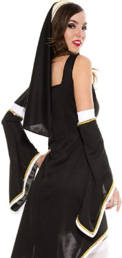 монахиня с голыми плечами вид сзади