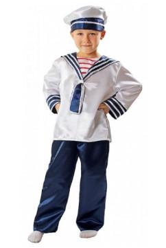 Костюм моряка из блестящей ткани на мальчике в полный рост