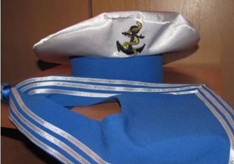 Воротник моряка и бескозырка моряка с вышитым якорем