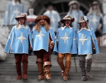 4 мушкетера из фильма в полный рост на размытом фоне