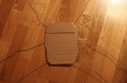 Конструкция с лапками для костюма паука
