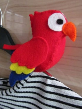 Попугай из фетра