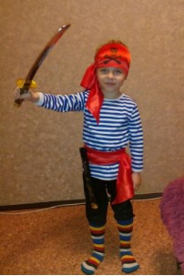 Пират в полосатых носках