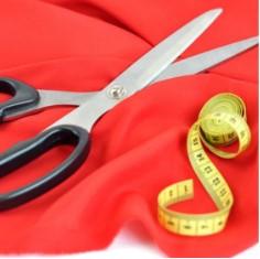 Ножницы на красном