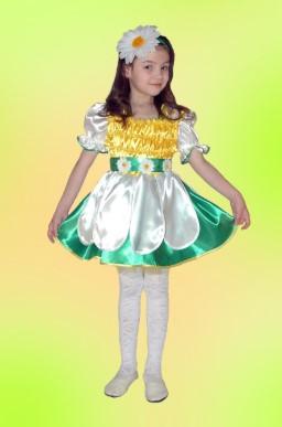 Костюм ромашки в виде платья с рукавами-фонариками и украшением-цветком для головы на девочке