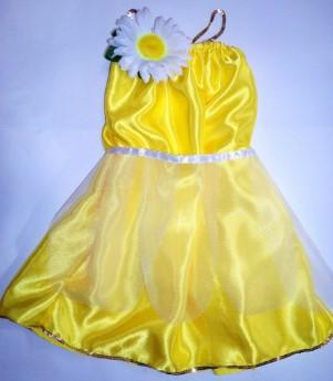 Желтое платье с цветком ромашки