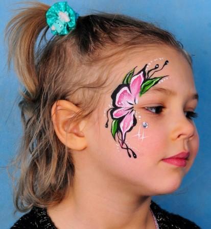 Розово-зеленый цветочный орнамент для грима на лице