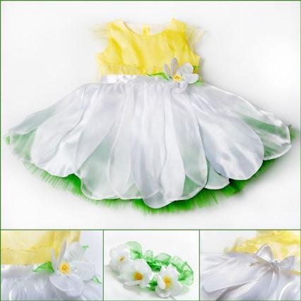 Костюм ромашки с желтым верхом, пышной зеленой юбкой, белыми лепестками и с цветком на поясе