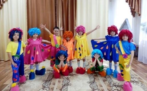 Дети в костюмах Барбариков
