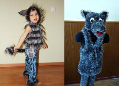 Волк держит себя за хвост и манекен в костюме волка