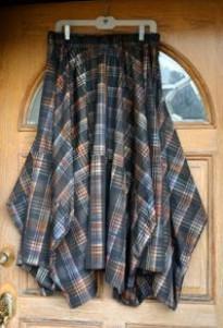 юбка висит на двери