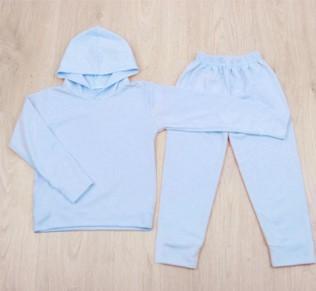 Белые спортивные штаны и толстовка