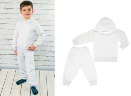 Мальчик в белом спортивном костюме и спортивный костюм отдельно