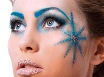 Синие брови, звезда на щеке