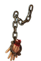 Фото Декорация для Хэллоуина Оторванная рука на цепи